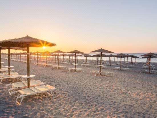 giardini naxos beach sicily