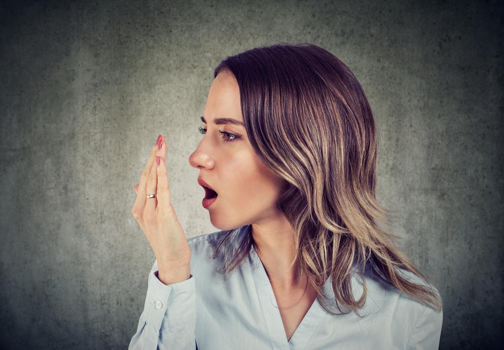 Miért rossz a szája reggel?